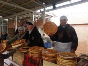 Broodverkoop onderweg in Oezbekistan
