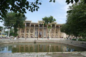 Bolo Hauz Moskee in Boechara, Oezbekistan