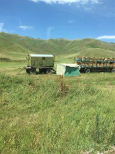 Honing productie onderweg in Kirgizië